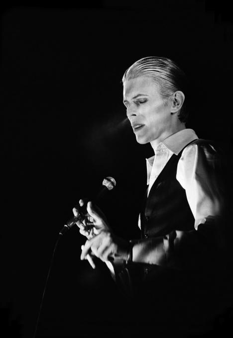 David Bowie - AHOY Rotterdam 1976 (smoke) by Gijsbert Hanekroot