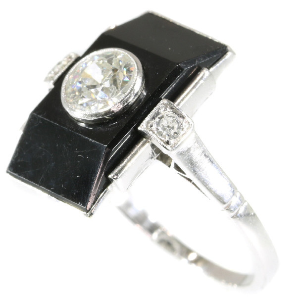 Typical Art Deco ring with diamonds and onyx by Unknown Artist