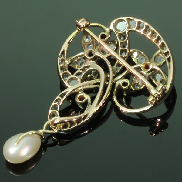 Art Nouveau brooch with diamonds and rubies Jugendstil by Unknown
