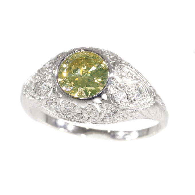Vintage Fifties Art Deco engagement ring with natural fancy colour brilliant by Unknown Artist