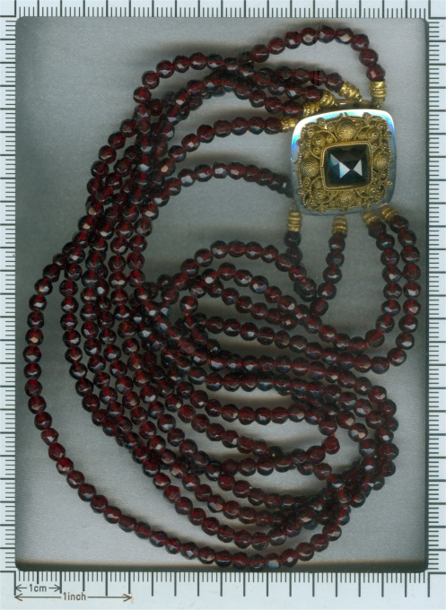 200 years old Dutch antique garnet necklace with gold filigree closure goldsmith maker known by Unknown