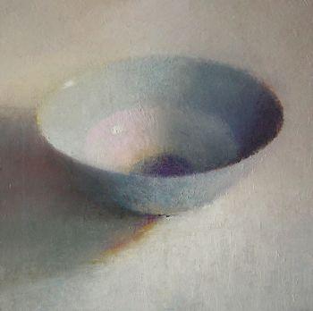 Lichtblauwe kom by Anneke Elhorst