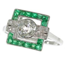 Strong yet sober design Art Deco ring with diamonds and emeralds by Unknown
