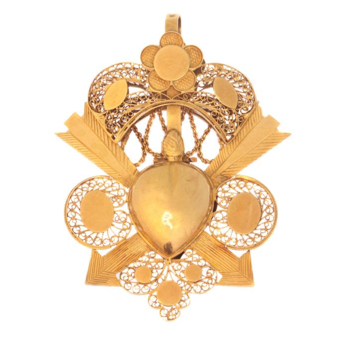 Late 18th Century Georgian arrow pierced heart locket pendant in gold filigree by Unknown Artist