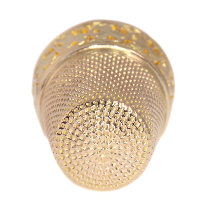 French Victorian 18K gold thimble with three leaf clover motives by Unknown Artist