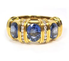 Sapphire in yellow gold with brilliant cut diamonds