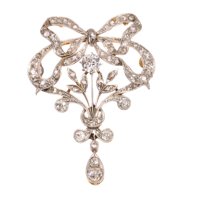 Belle Epoque brooch and pendant in guirland style with 72 diamonds by Unknown