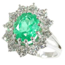 Vintage high quality diamond and vivid green emerald platinum ring with certified emerald by Unknown