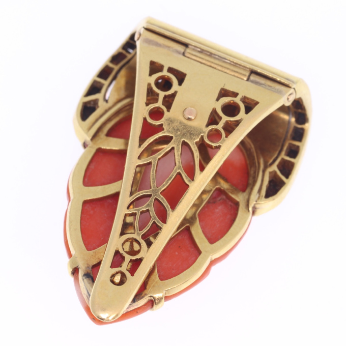 Truly magnificent Art Deco clip, typical Japonism, coral and carre cut onyx by Unknown Artist