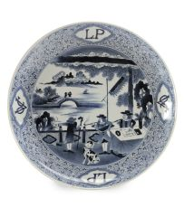 A RARE LARGE JAPANESE BLUE AND WHITE ARITA PORCELAIN 'VOC LEVE PATRIA' CHARGER by Unknown Artist
