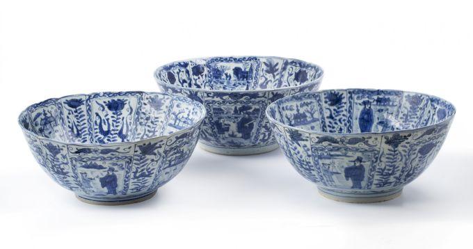Three large Chinese blue and white 'kraak porselein' bowls
